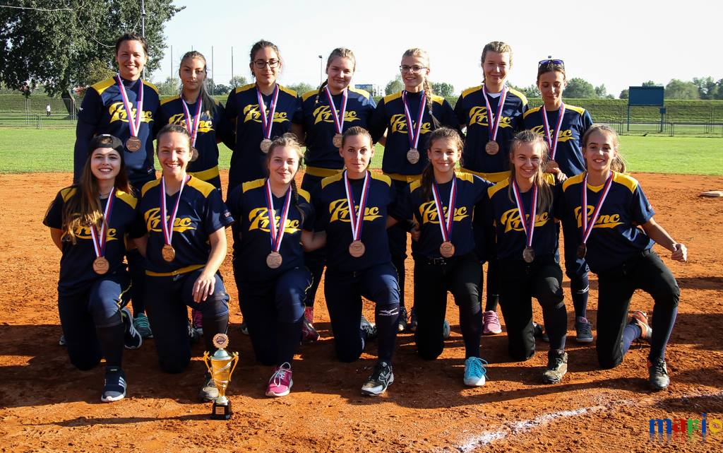 http://softball-princ.hr/wp-content/uploads/22179788_1431669063596209_6655432414120526450_o.jpg