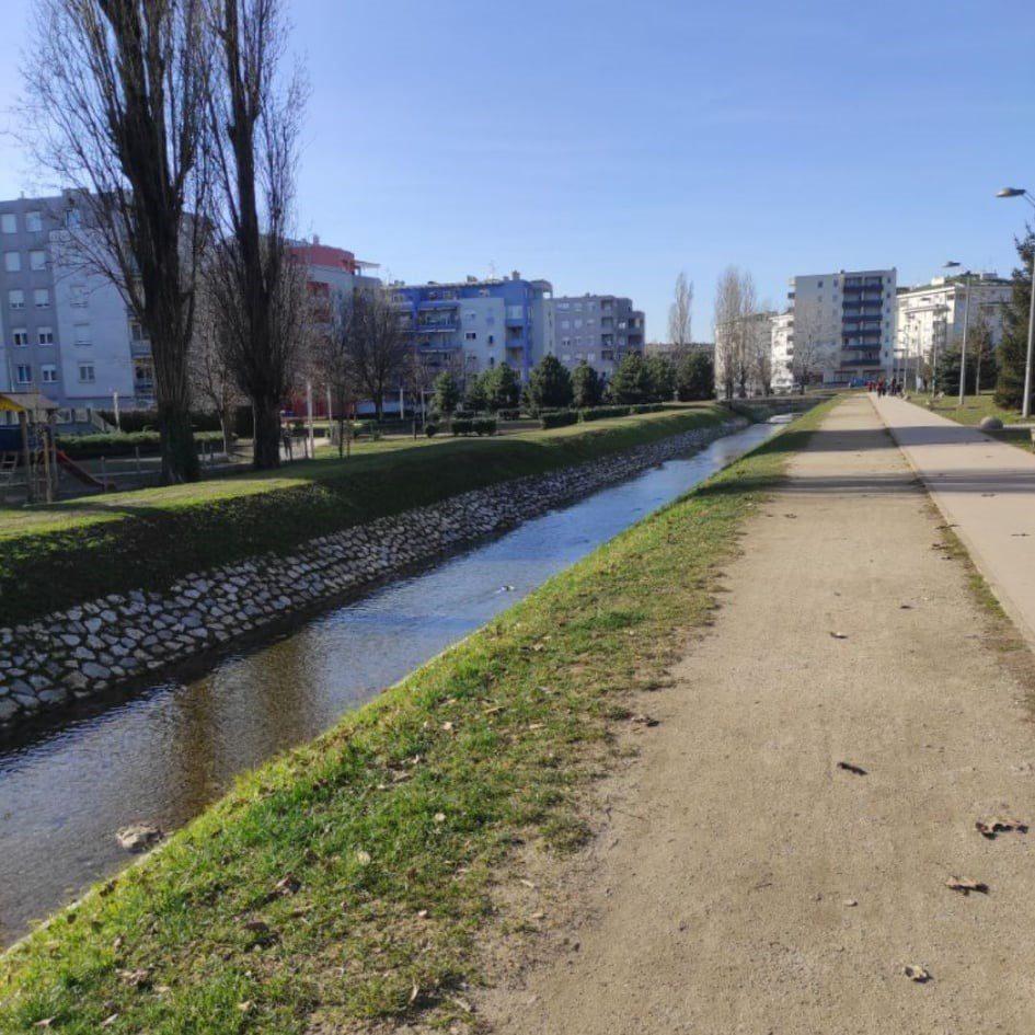 Lenka u šetnji u Španskom
